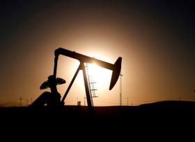 Обзор: нефть слегка