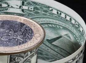 Евро крутится вокруг