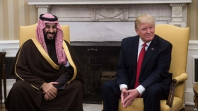 Трамп откладывает