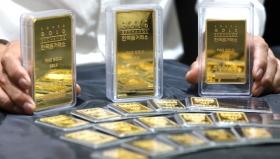 Золото торгуется выше